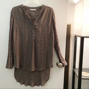 Lush high-low woven top